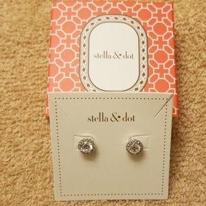 Stella & Dot Duchess Studs Earrings